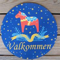 "Dala Horse Välkommen sign  15"" diameter masonite board"